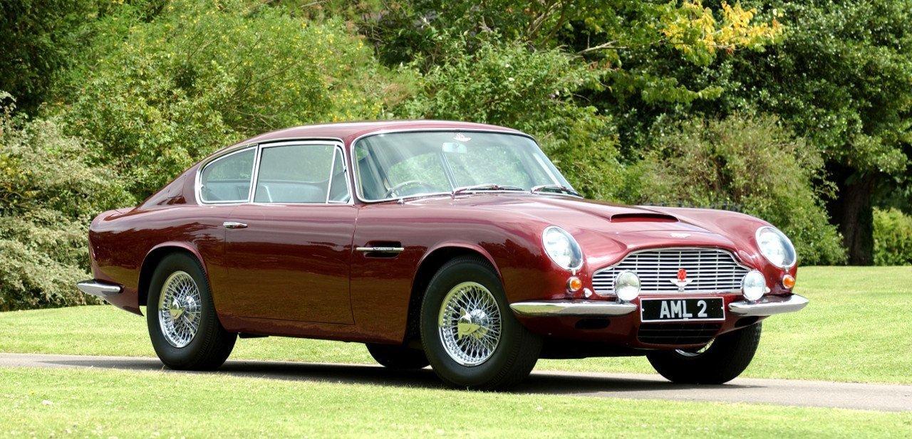 Aston Martin DB6 desde una vista frontal y lateral