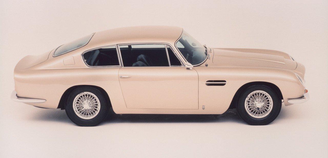 Aston Martin DB6, vista lateral y desde arriba