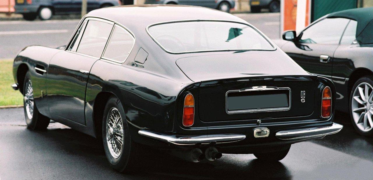 Aston Martin DB6, vista trasera