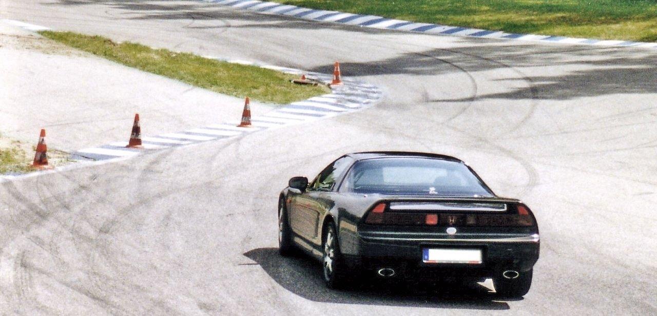 Honda NSX en circuito de carreras