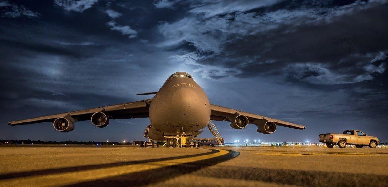 Avión en reposo de los mejores aeropuertos del mundo