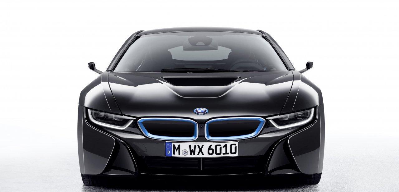 BMW i8 visto frontalmente