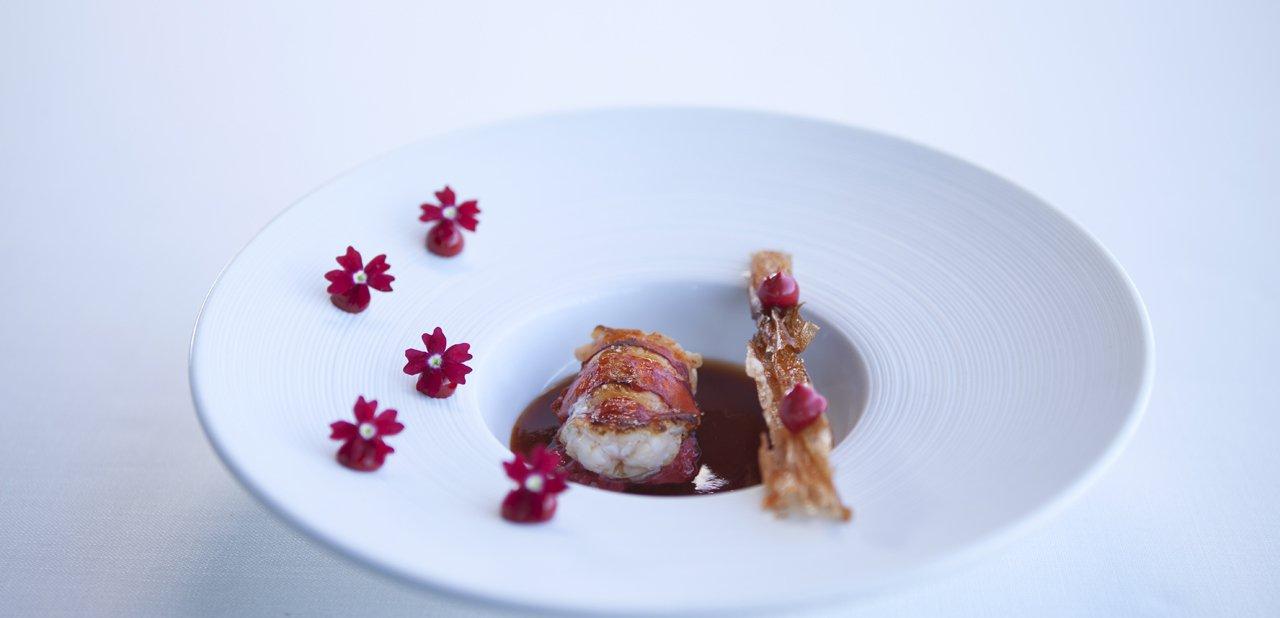 Bogavante asado y descascarillado, crujiente y su mahonesa, plato del restaurante Azurmendi