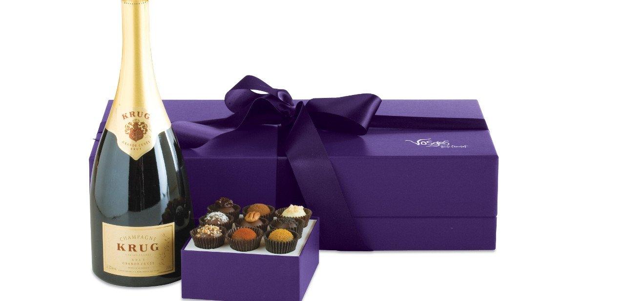 Botella de champagne Krups con bombones Vosges