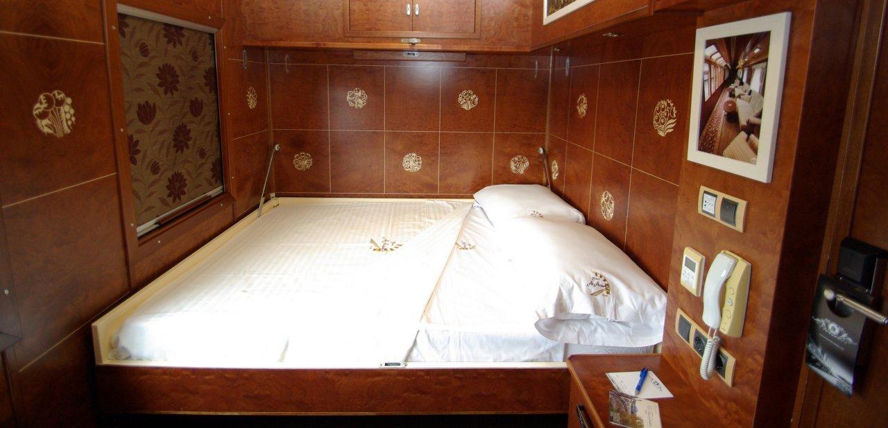 Cama de una de las 'suites' del tren Al Andalus