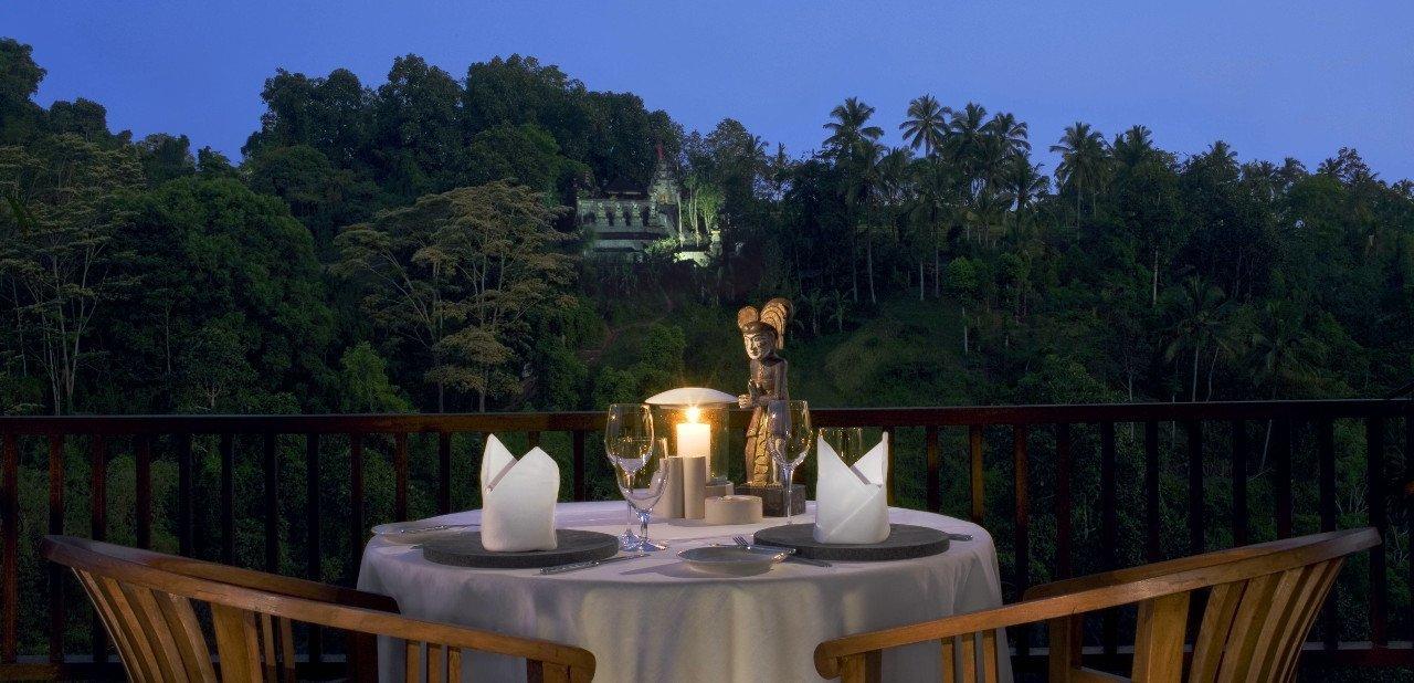 Cena con vistas en el Hotel Ubud Hanging Gardens