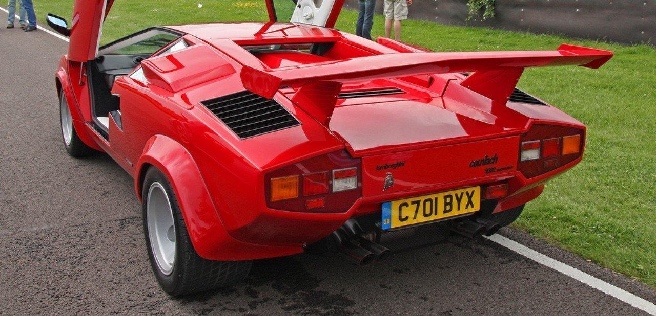 Detalle de la parte trasera de un Lamborghini Countach