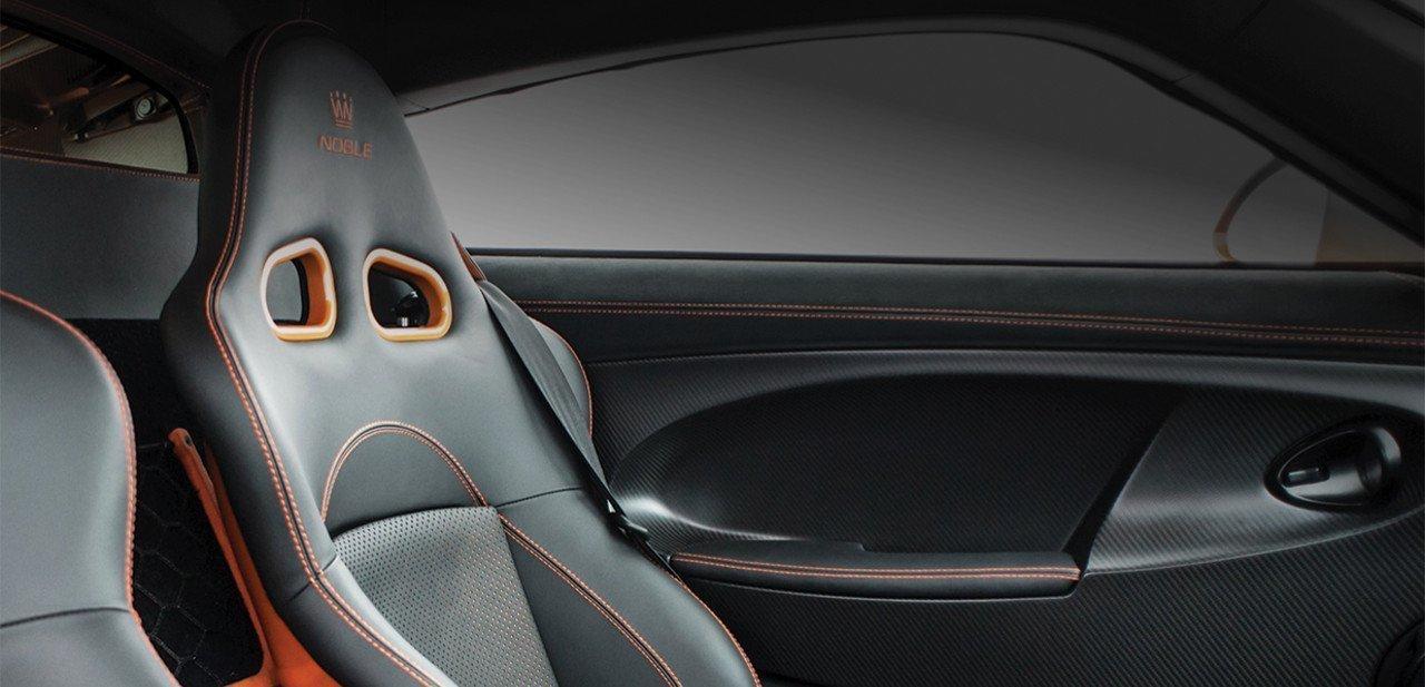 Detalle de los asientos en el interior del Noble M600