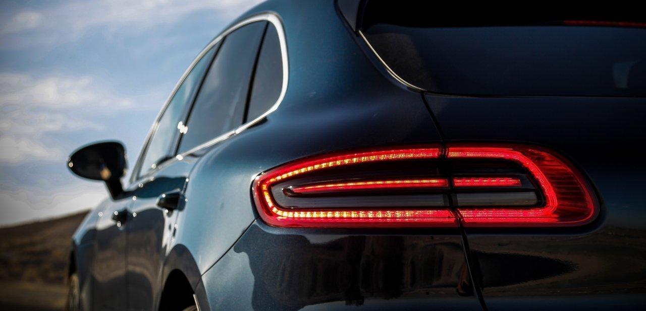 Detalle de un faro trasero del Porsche Macan 2016