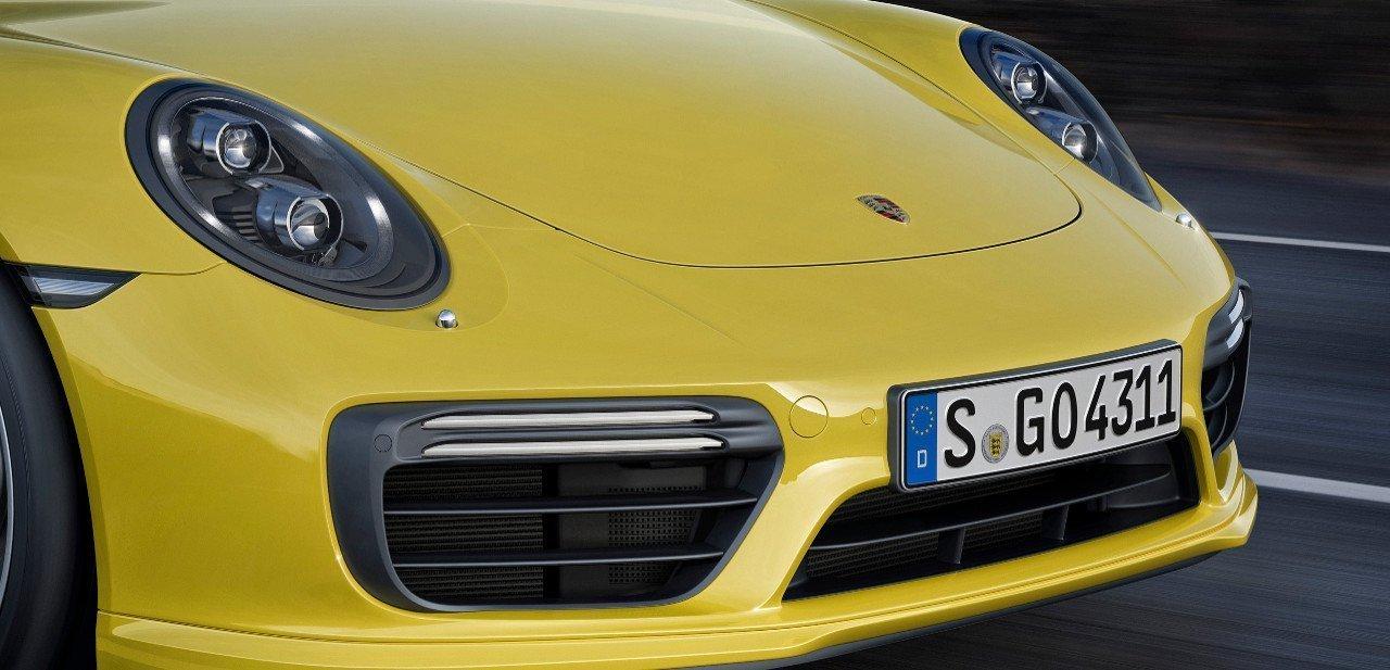 Detalle del frontal del Porsche 911 Turbo S