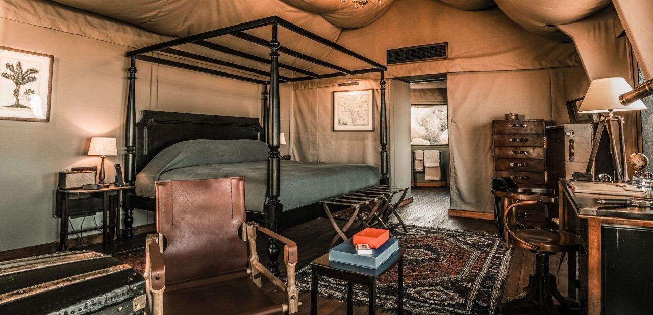 Dormitorio en tienda de campaña de lujo en el desierto del Namib