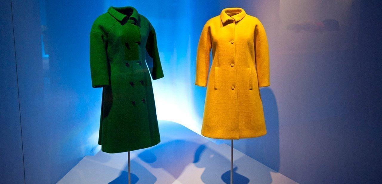Dos abrigos expuestos en el Museo Cristóbal Balenciaga de Guetaria