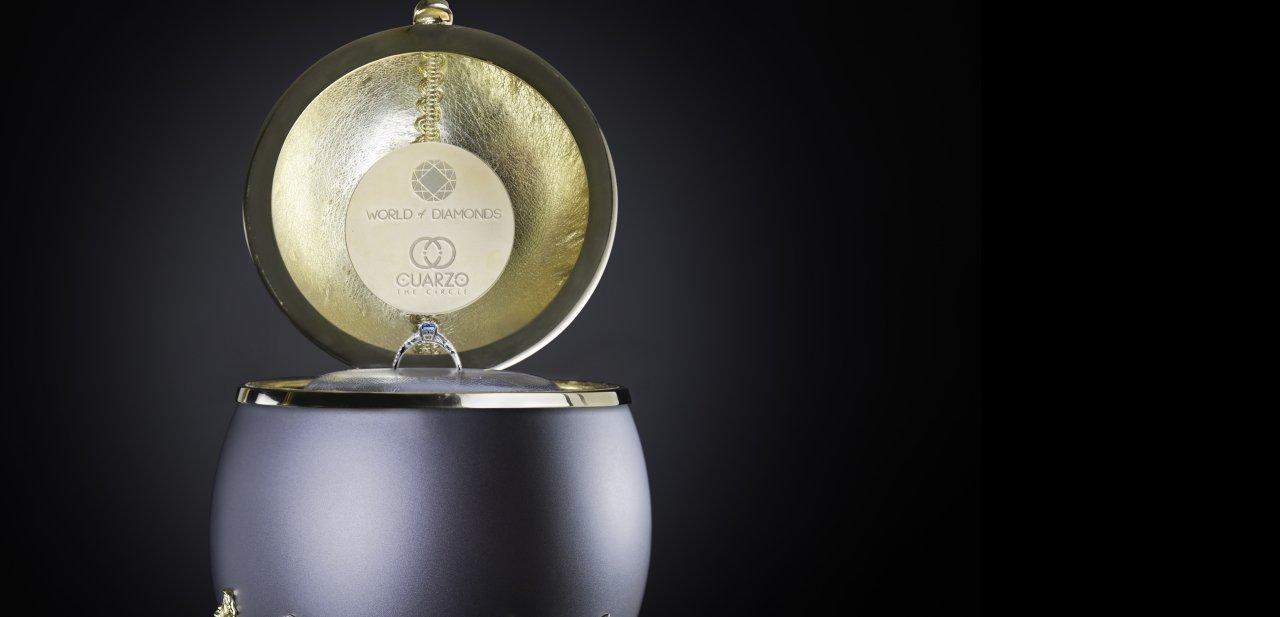 El anillo de oro blanco con una piedra preciosa de 0,85 quilates de la colección The Royale Dream