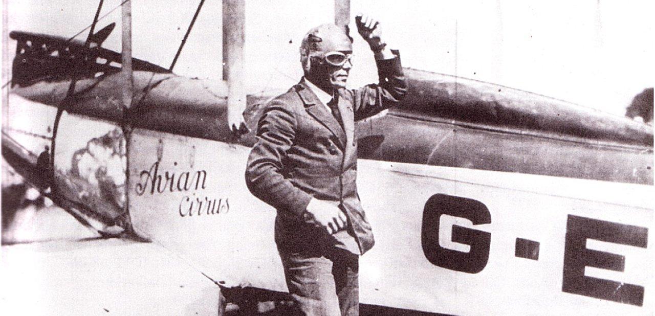 El aviador Bert Hinkler en uno de sus vuelos
