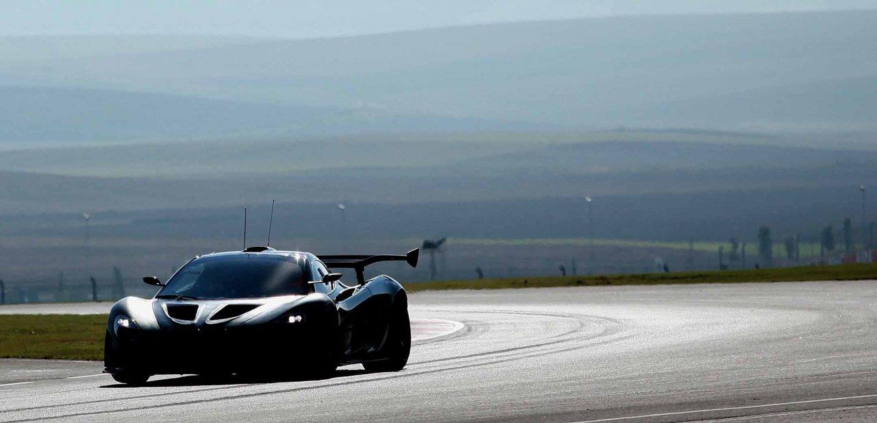 El McLaren P1 GTR siendo probado en las pistas