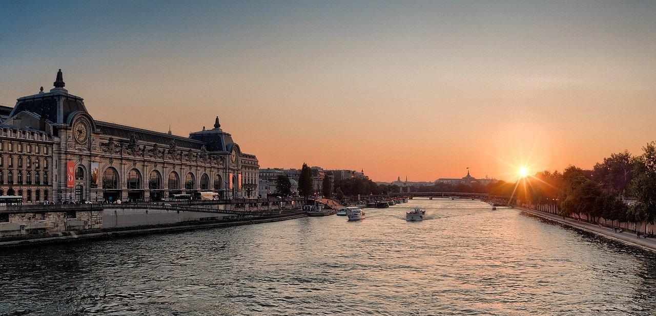 El Museo de Orsay observando el río Sena
