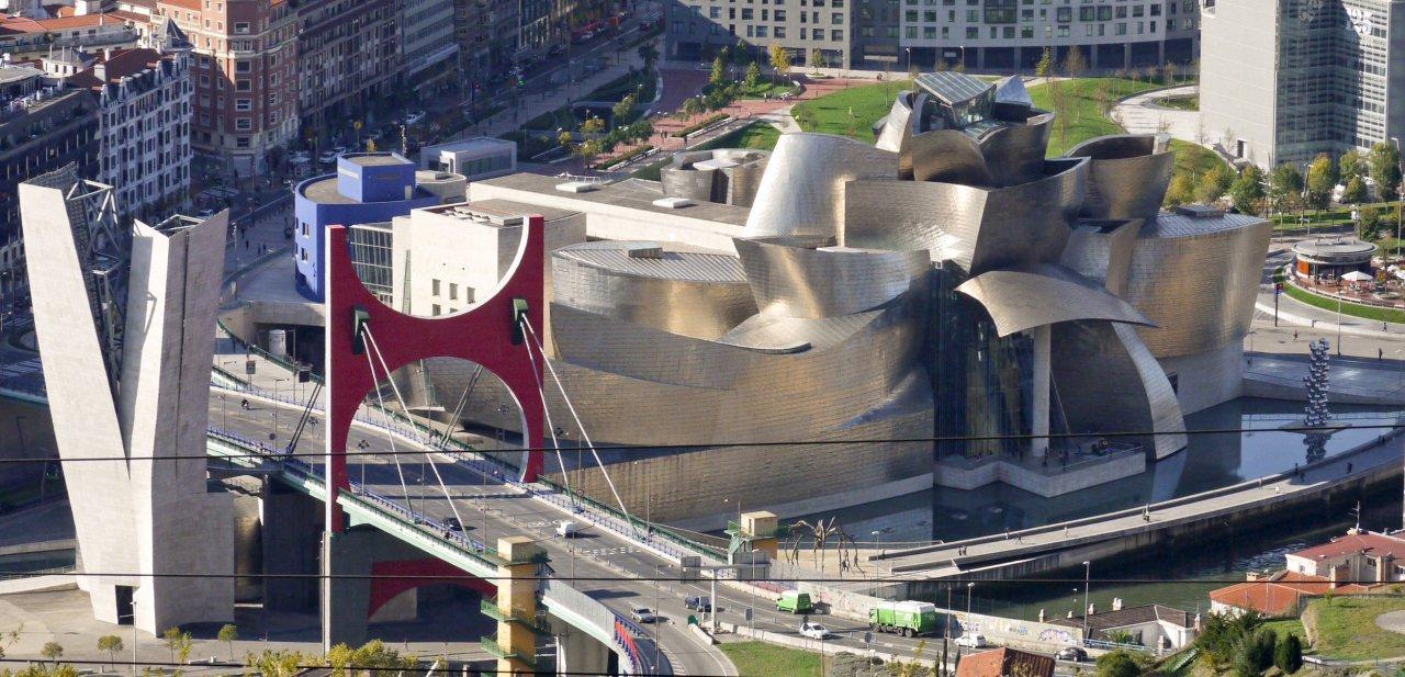 El Museo Guggenheim Bilbao desde las alturas