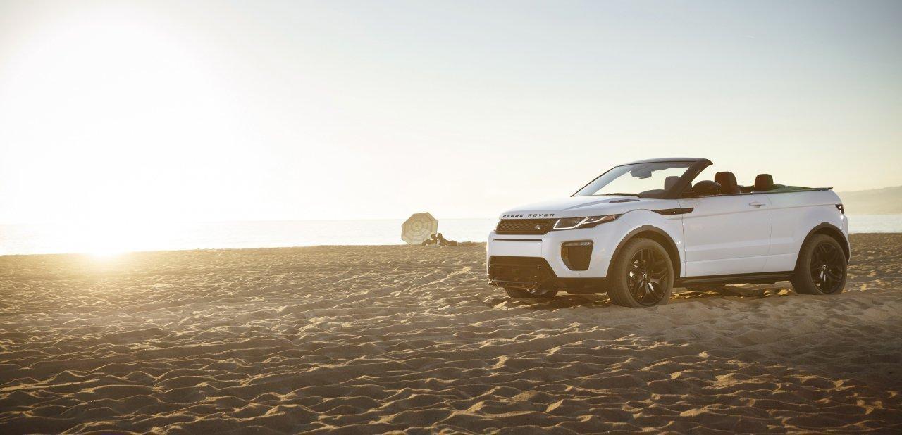 El primer SUV compacto convertible de lujo del mundo en una playa