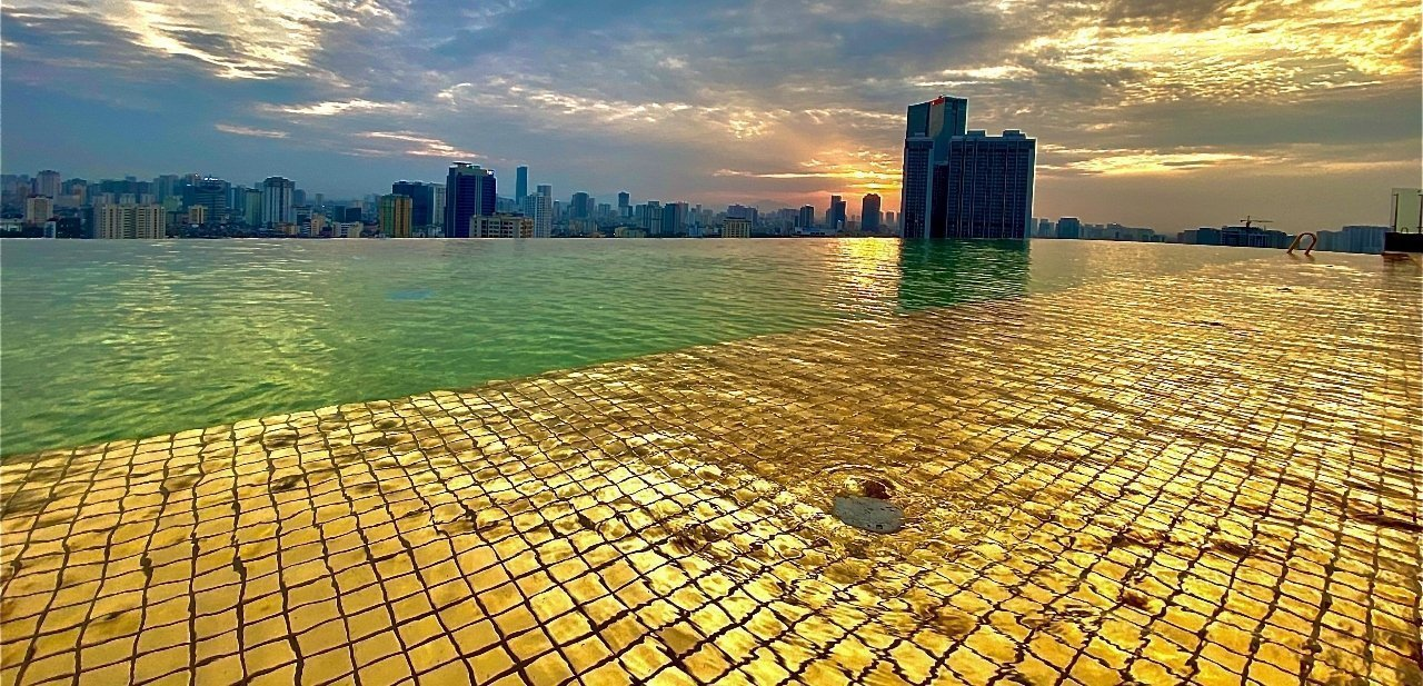 Piscina de oro del Dolce Hanoi Golden Lake
