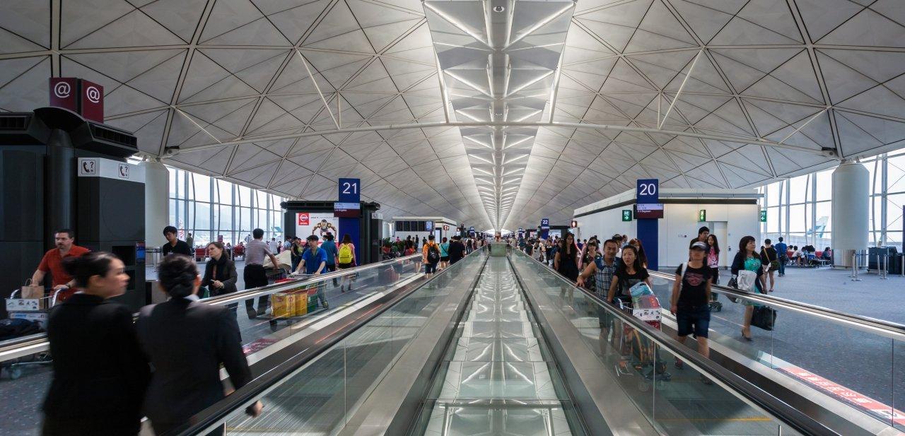 Espacio de tránsito en el Aeropuerto Internacional de Hong Kong