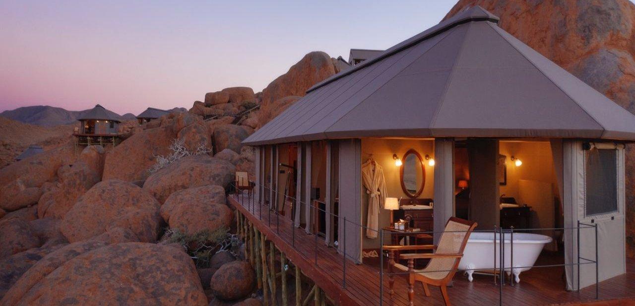 Exterior de habitación de lujo en el desierto del Namib