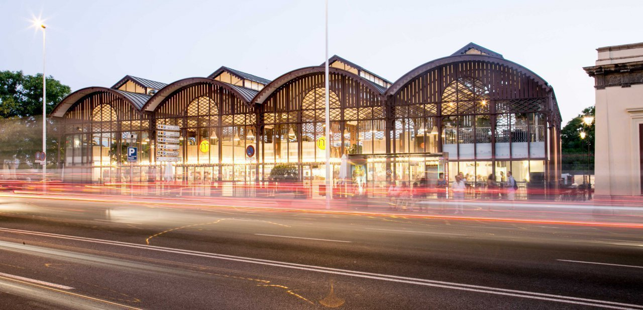 Exterior del Mercado la Lonja del Barranco de Sevilla