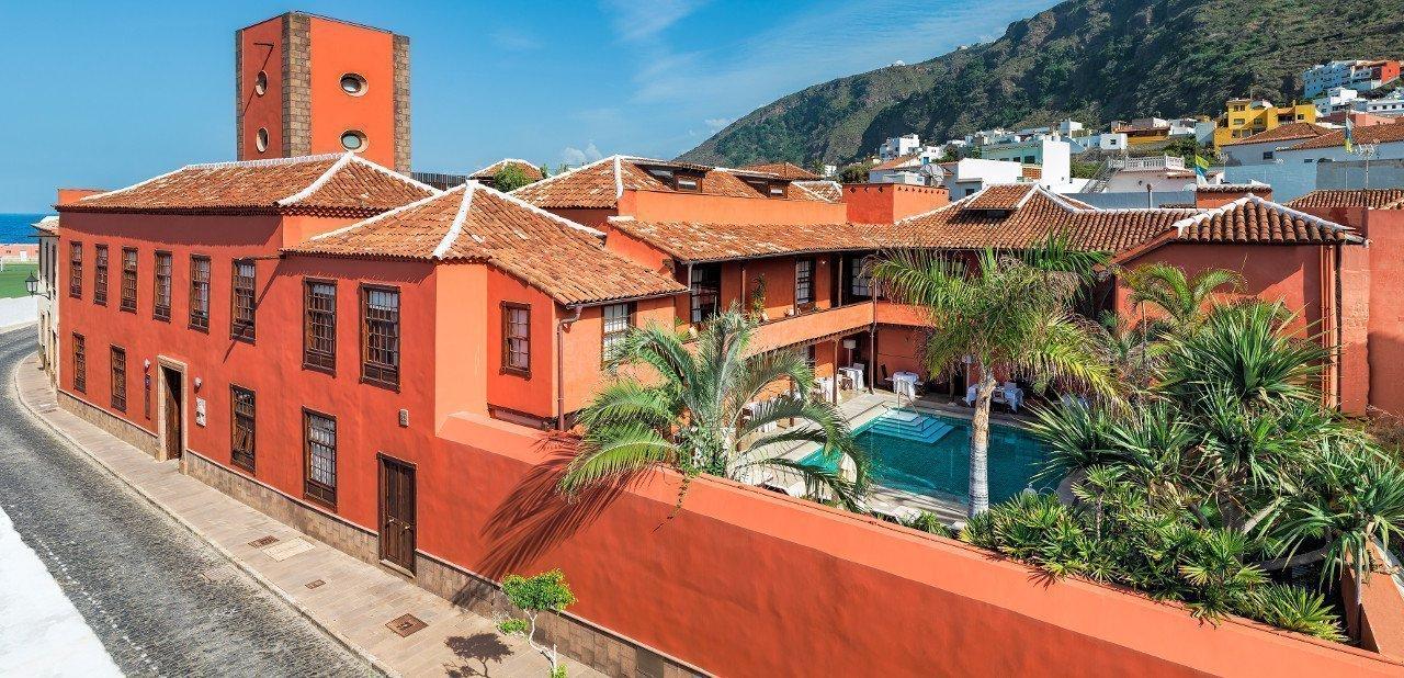 Fachada del Hotel San Roque