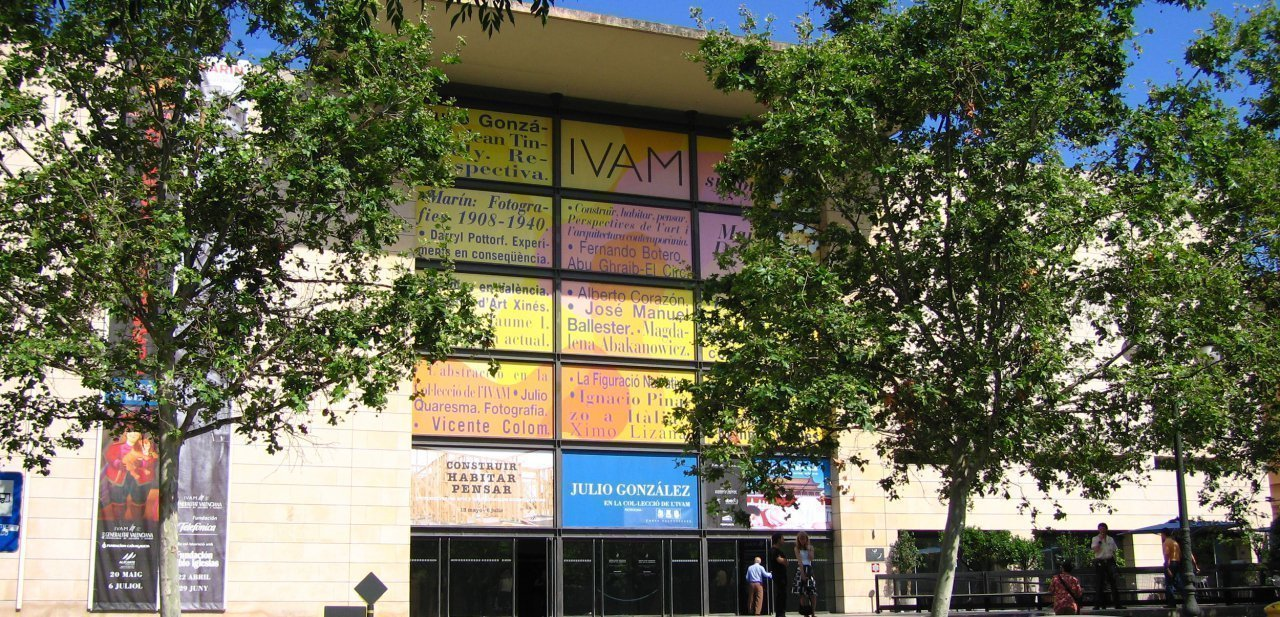 Fachada del IVAM de Valencia