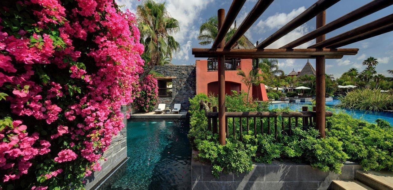 Hotel Asia Gardens vista piscina