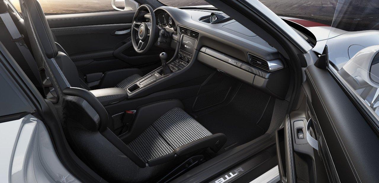 Interior de un Porsche 911 R 2016