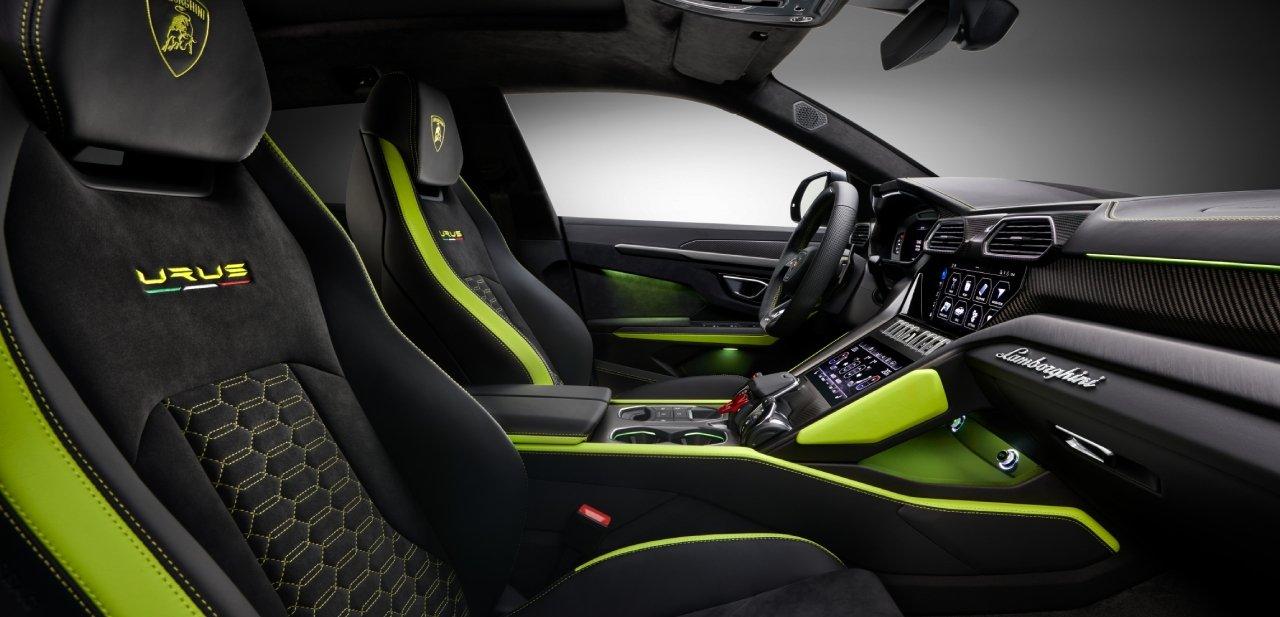Interior del Lamborghini Urus Graphite Capsule