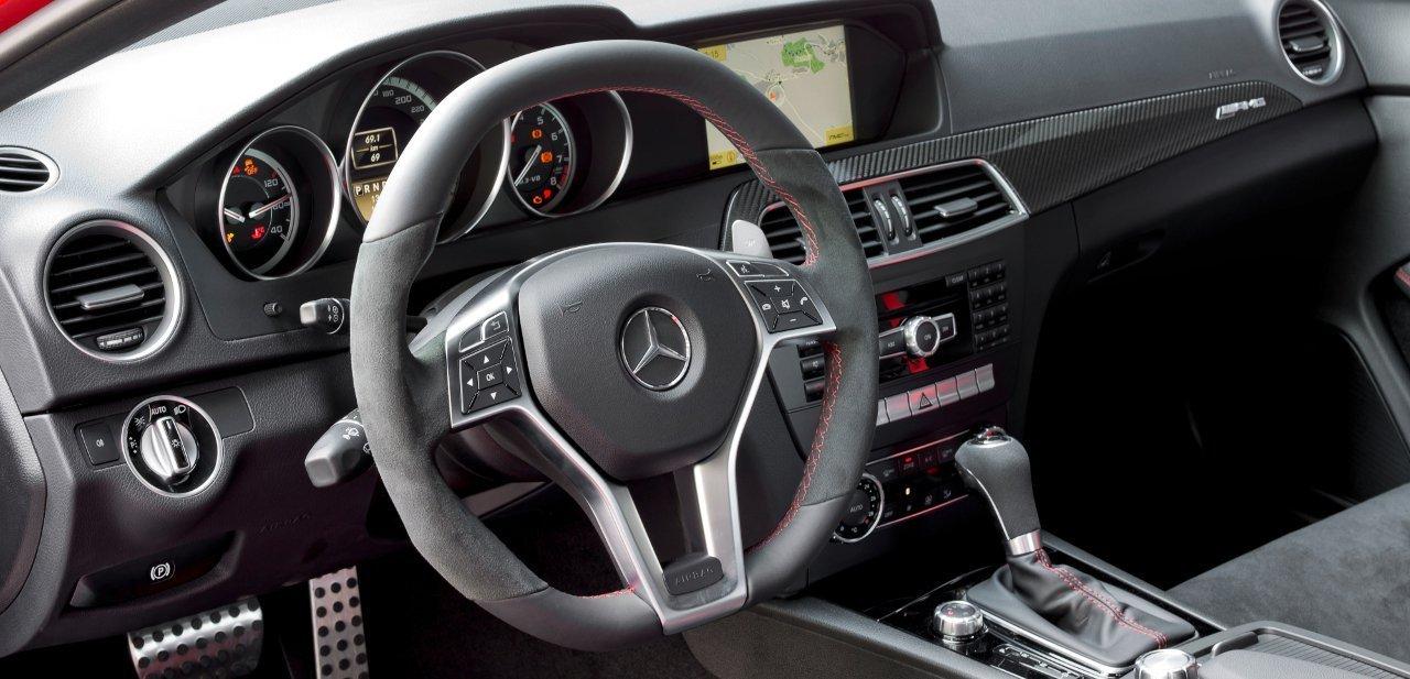 Interior del Mercedes C 63 AMG Coupé, músculo y elegancia