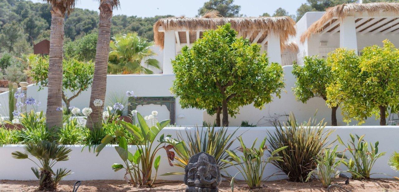 Jardín del Pure House Ibiza