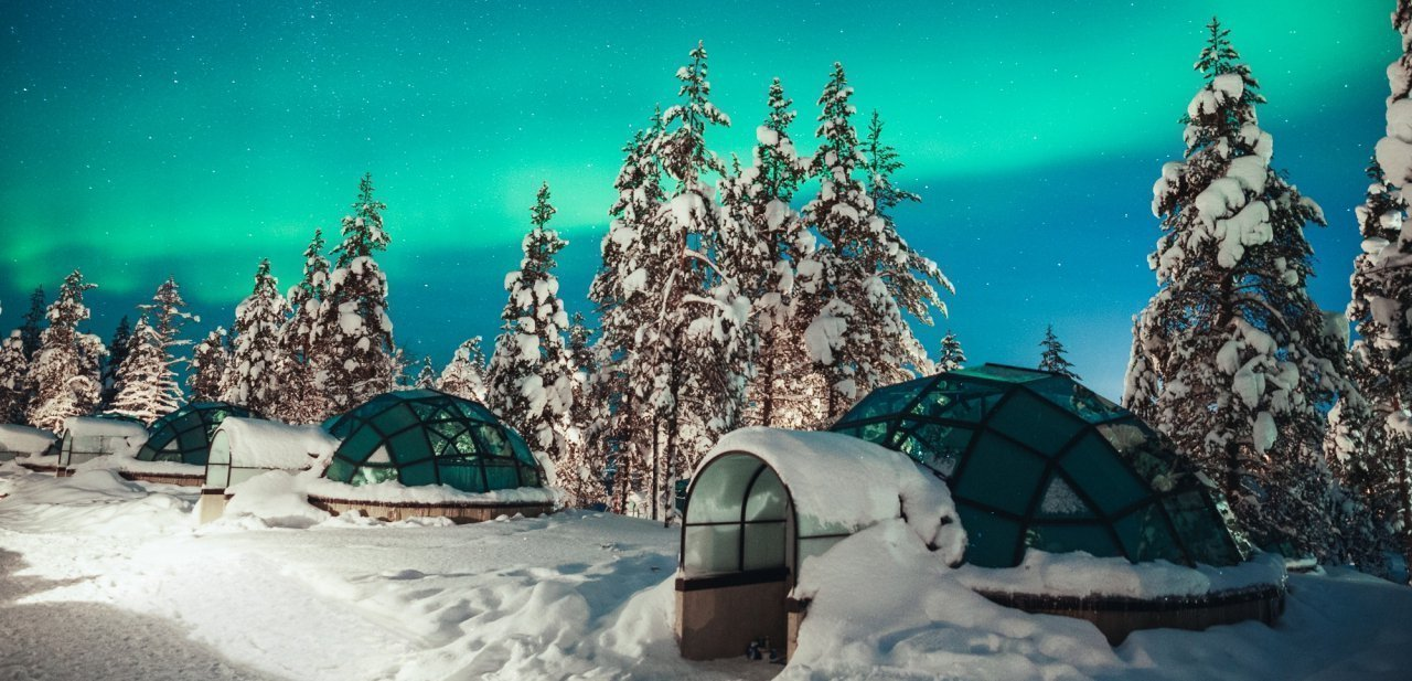 Kakslauttanen un resort ártico formado de iglús
