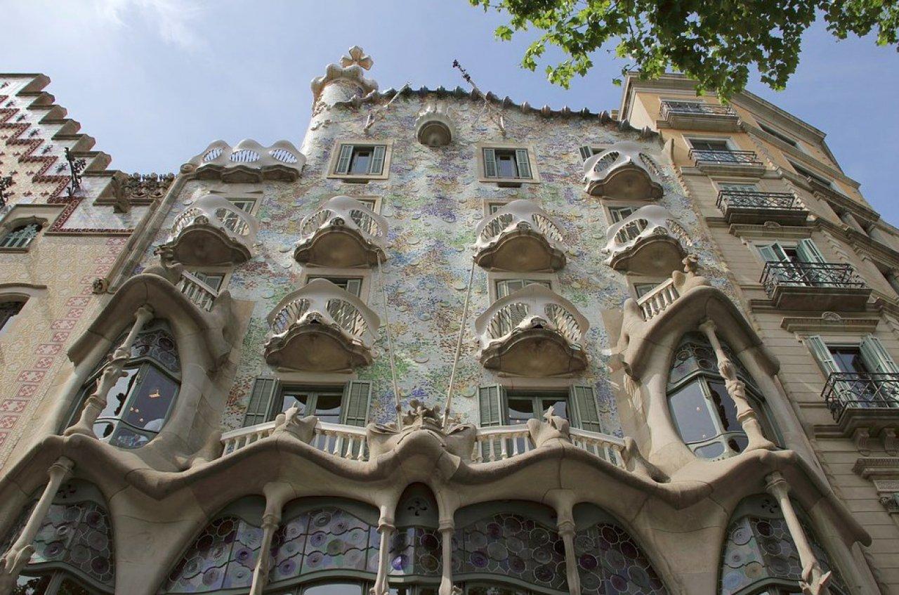La Casa Batlló es una de las obras más destacadas del arquitecto modernista Antoni Gaudí