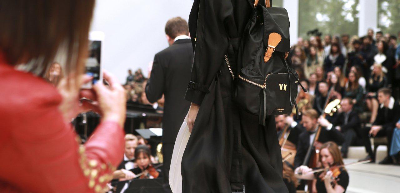 La mochila de Burberry en un desfile