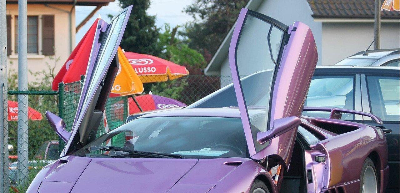 Lamborghini Diablo con las puertas abiertas