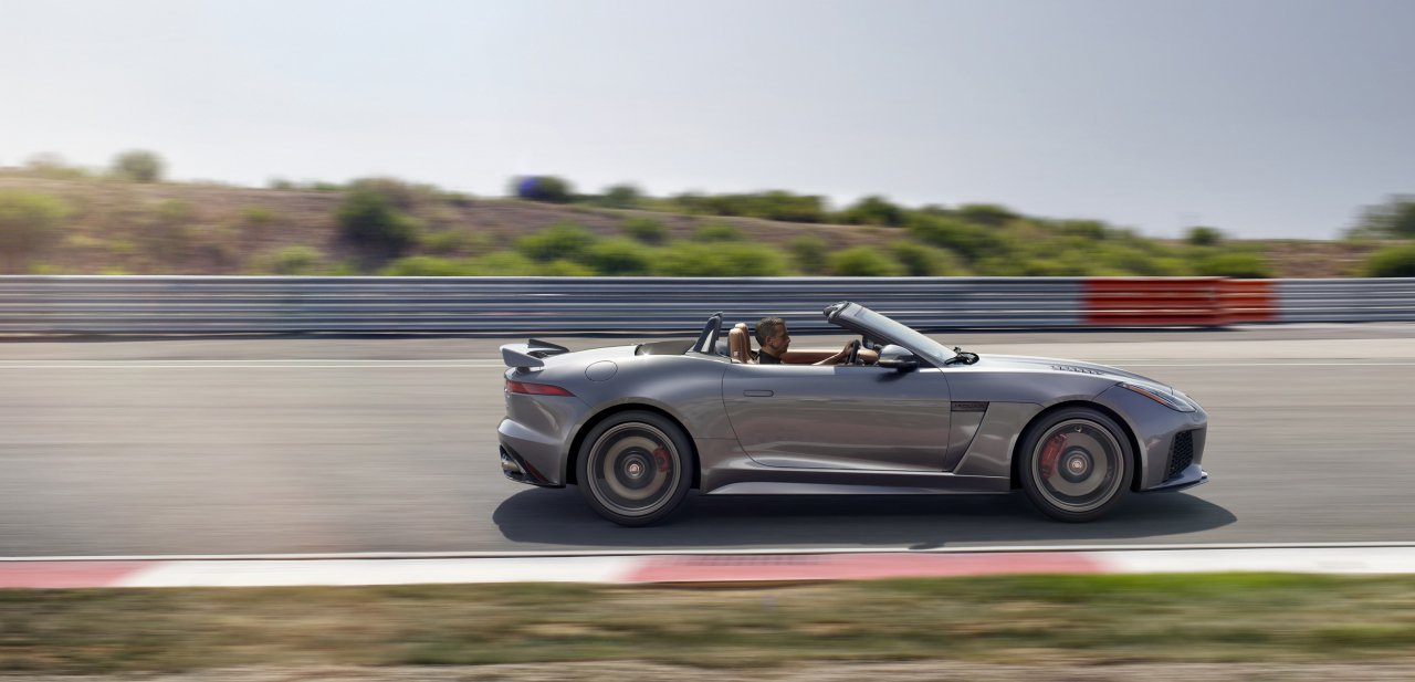 Lateral del un Jaguar F-Type Convertible