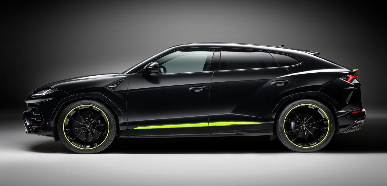 Lateral Lamborghini Urus Graphite Capsule