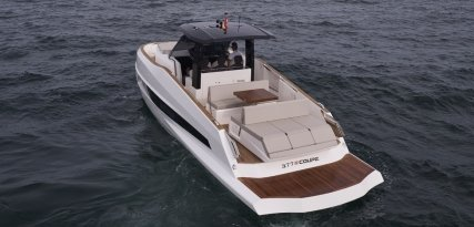 377 Coupe: un barco deportivo inspirado en el mayor mamífero de la Tierra