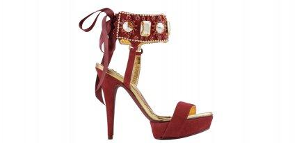 Los zapatos-joya perfumados de Sara Navarro