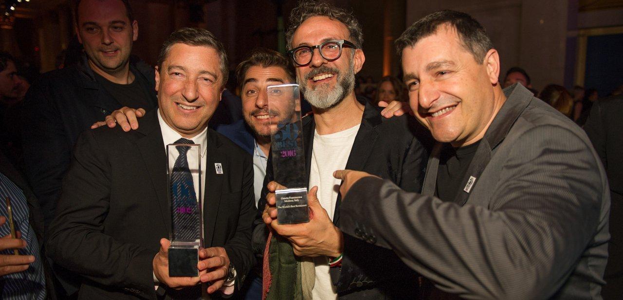 Massimo Bottura de Osteria Francescana junto a los hermanos Roca de El Celler de Can Roca