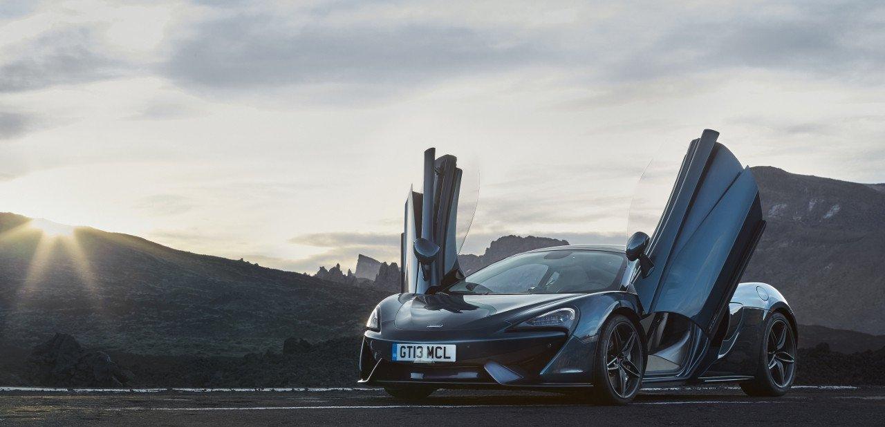 McLaren 570GT con las puertas levantadas