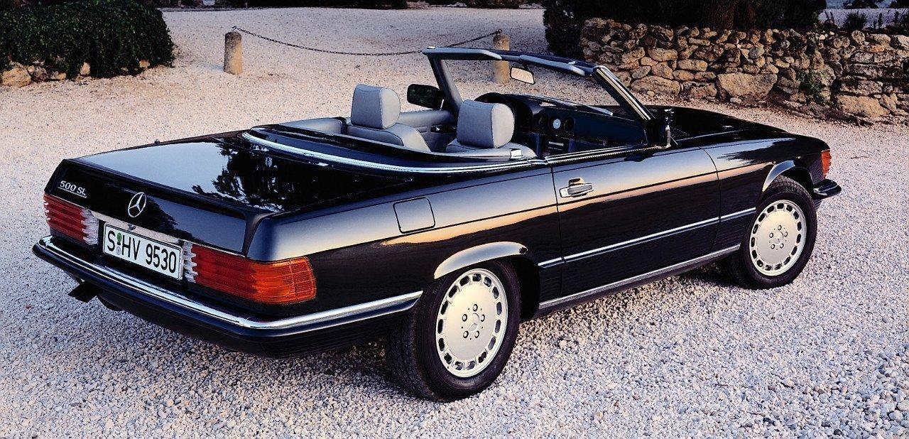 Mercedes 500 SL de color negro sin capota