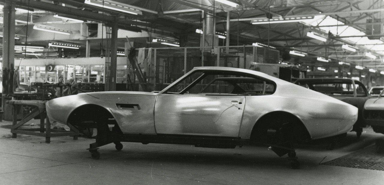 Modelo de producción del Aston Martin DBS