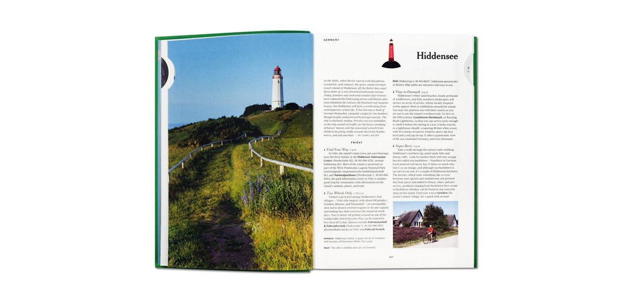 Página de uno de los tomos de '36 Hours World' abierto por la guía de de Hiddensee
