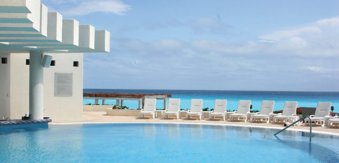 Piscina frente al mar Live Aqua Cancun All Inclusive