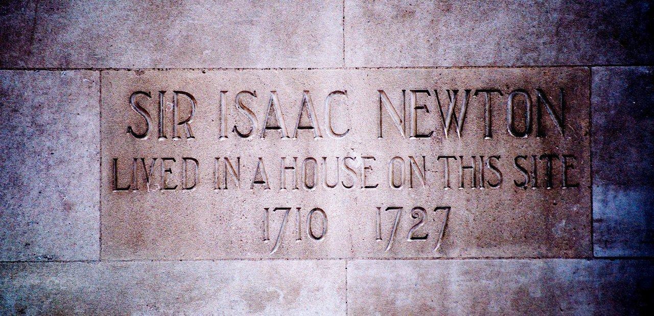 Placa en una de las casas de Isaac Newton