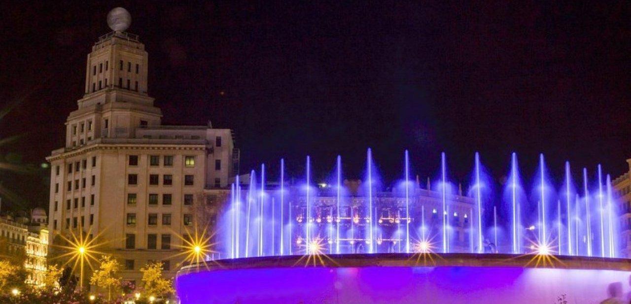 Plaza de España de Barcelona por la noche