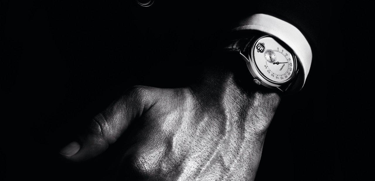 Reloj Chanel Monsieur en una muñeca